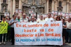 Manifestación contra los desahucios en Murcia, el 23 de octubre de 2014.