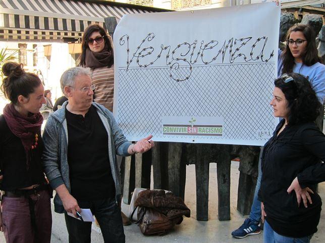Chipola, junto a otras componentes de Convivir Sin Racismo, durante la rueda de prensa en la que han denunciado la situación del CIE de Murcia.