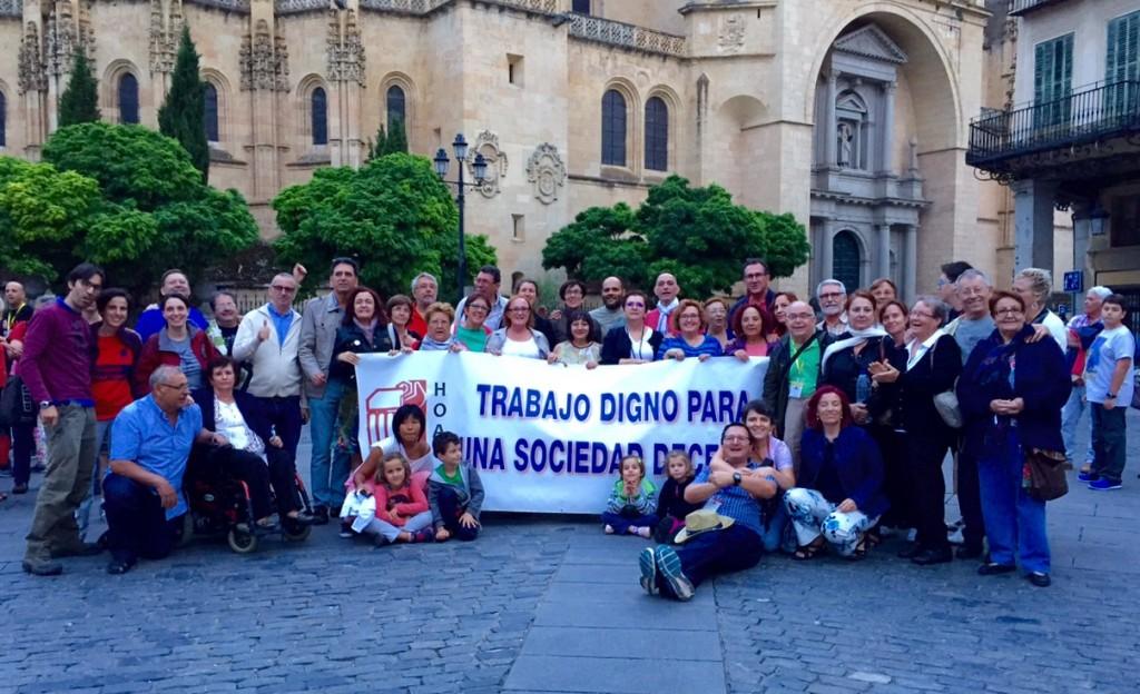 La mayoría de la delegación murciana, en el exterior de la Catedral de Segovia.